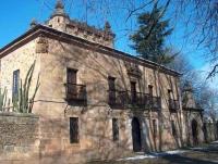 Fachada principal del Palacio de Donadío