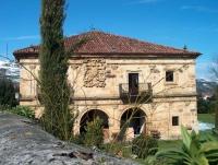 Fachada principal de la Casa de Ceballos Villegas